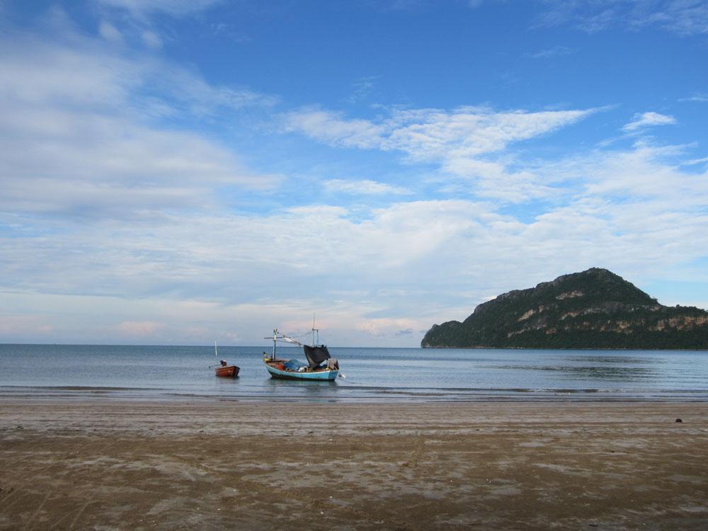 Dolphin-Bay-and-Sam-Roi-Yod-Beach