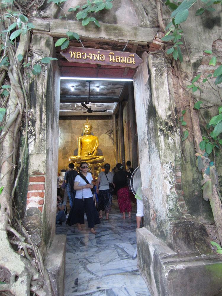 Entrance-to-Wat-Bang-Kung